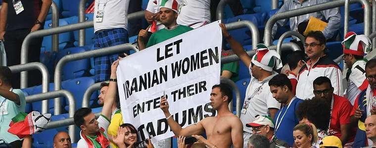 Gadis Iran Tewas Bakar Diri karena Larangan Nonton Sepakbola