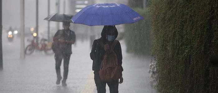 BMKG Peringatan Dini Cuaca Senin, 26 Oktober 2020: Pulau Jawa Berpotensi Hujan Lebat dan Angin Kencang