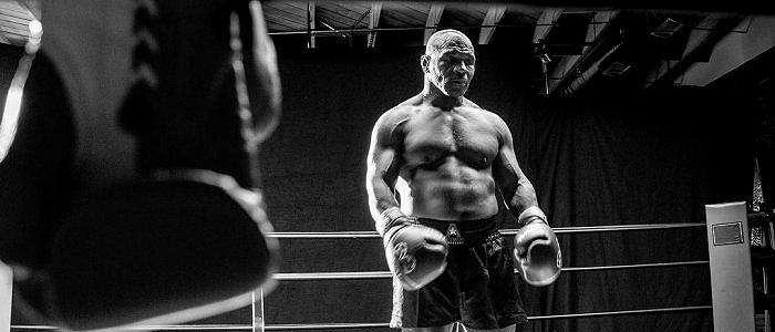 JADWAL Mike Tyson vs Roy Jones Tinju Dunia, Evander Holyfield dan Freddie Roach Jagokan Si Leher Beton