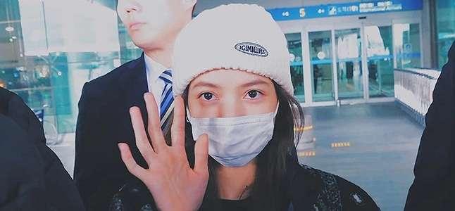 Berinteraksi dengan Penggemar di Bandara, Reaksi Lisa BLACKPINK Jadi Sorotan.