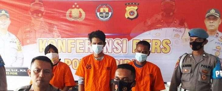 Dijemput Polisi, 1 Muncikari dan 2 Pria Hidung Belang tak Berkutik, Nih Penampakannya