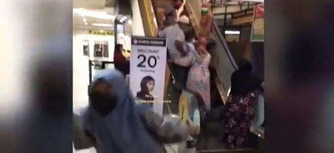 Viral Video Salah Naik Eskalator, Malah Bikin Netizen Kesal karena Ini