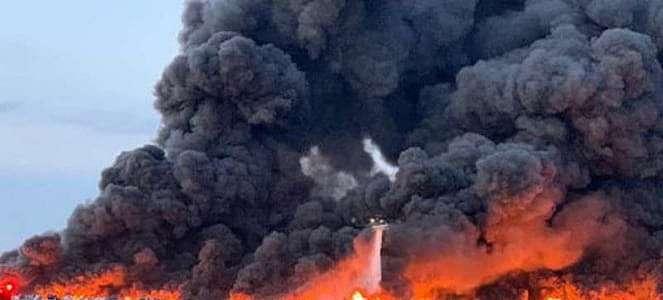 3.500 Mobil Hangus Terbakar di Lahan Parkir Dekat Bandara