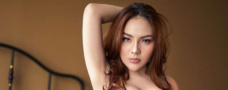 Lisa Mariana Seksi Photoshoot Lingerie Model