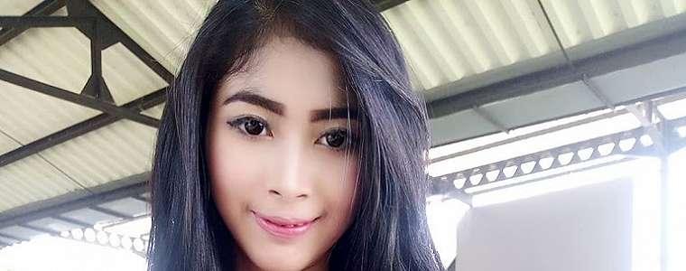 Nindya Athalia Putri Foto Selfie Seksi