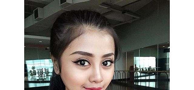 Tania Ayu Siregar Selfie Model Cantik Seksi Hot Bah